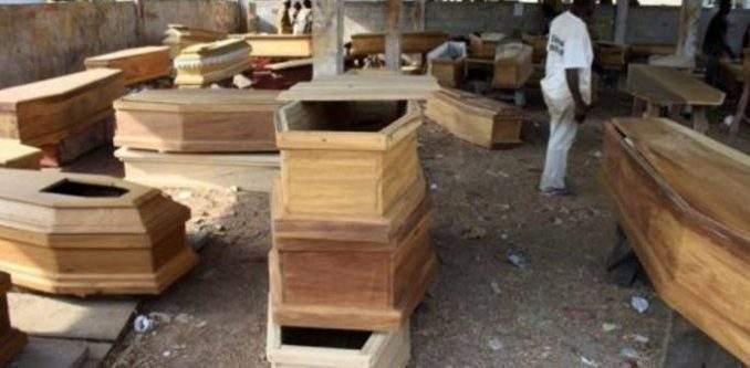 Les vendeurs de cercueils du Ghana se plaignent du faible taux de décès dans le pays !
