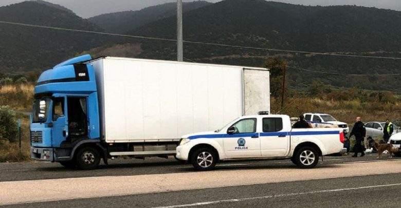 Grèce: Plus de 40 migrants retrouvés cachés dans un camion frigorifique