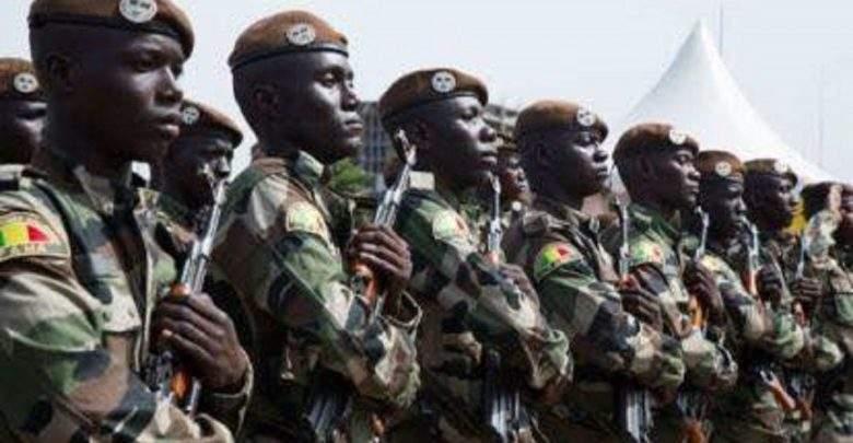 """Mali: des terroristes attaquent une base militaire et tuent """"54 soldats"""""""
