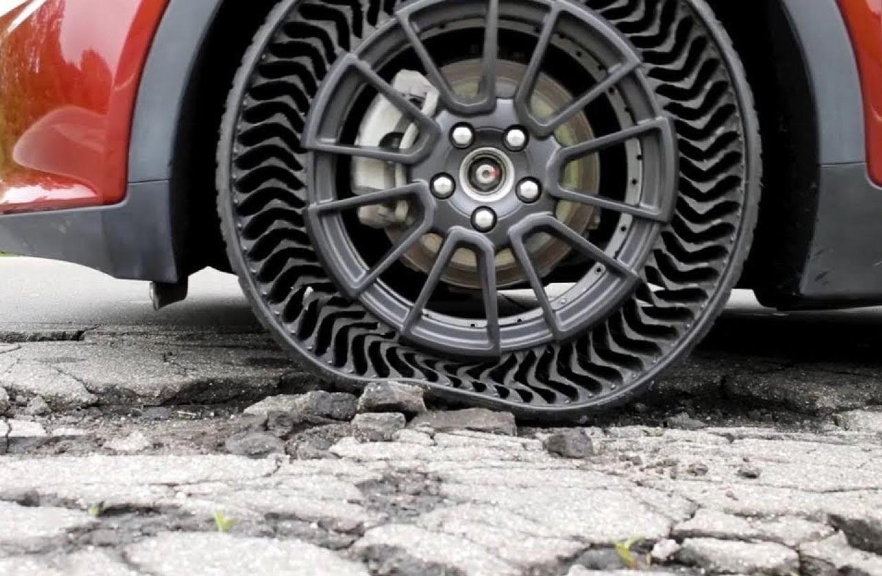 Adieu les crics. Michelin conçoit des pneus increvables