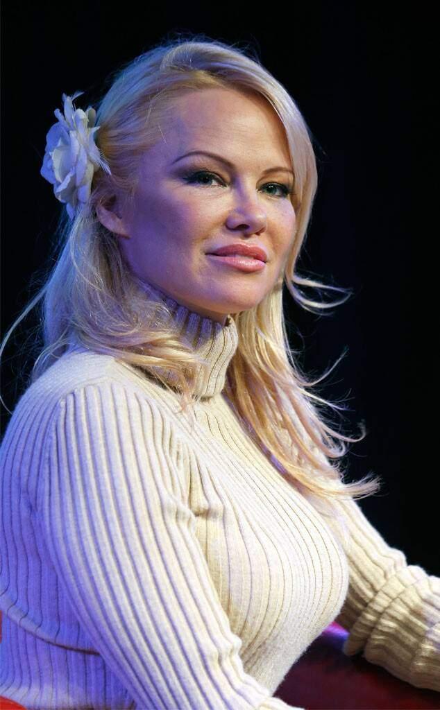 Les internautes demandent à Pamela Anderson de supprimer une de ses photos choquantes