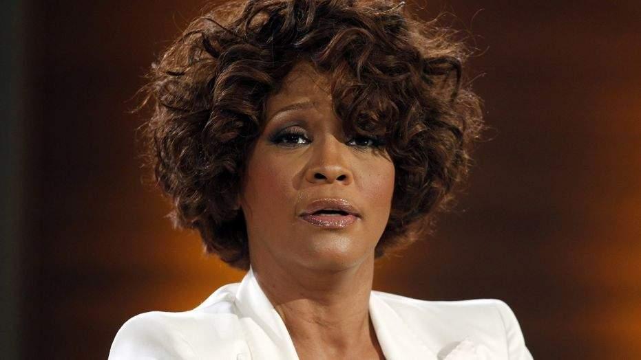 """People : """"Whitney Houston était bisexuelle"""", sa présumée compagne fait des confidences"""