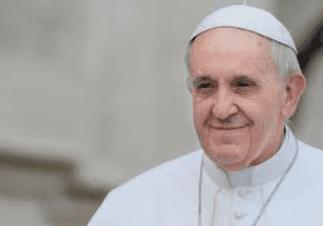 Vatican : Le Pape François rend hommage à son père spirituel