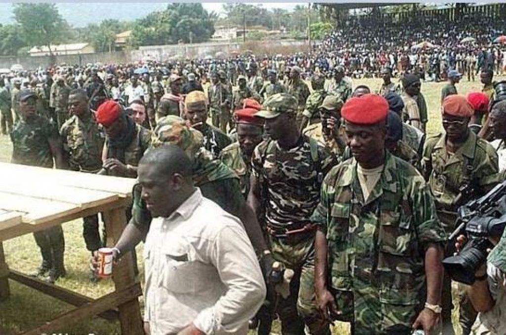 « 1700 soldats pro-Soro désertent l'armée, après l'annonce du mandat d'arrêt contre Soro »