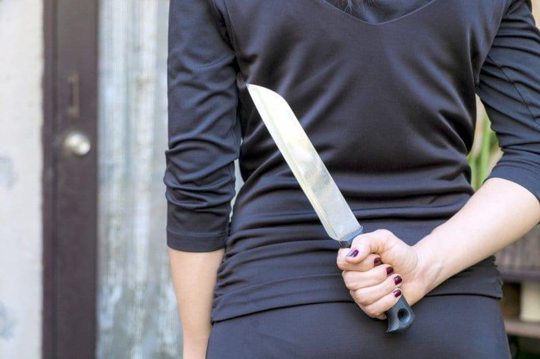 Privée de téléphone, une adolescente poignarde ses parents