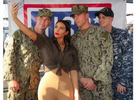 L'armée britannique pour attirer plus de jeunes soldats font des éloges à Kim Kardashian