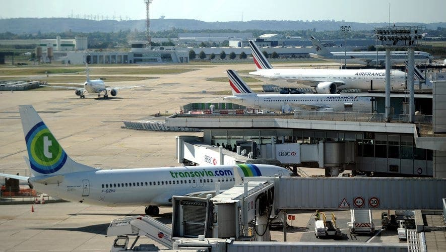 Un adolescent jugé pour avoir tenté de voler un avion à l'aéroport d'Orly