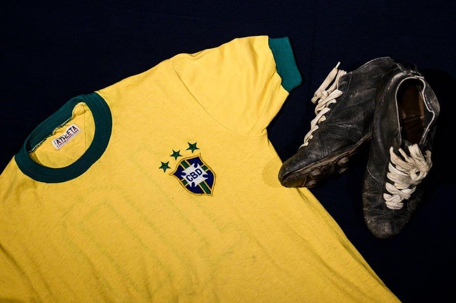 Le dernier maillot de Pelé vendu aux enchères pour 30000 euros