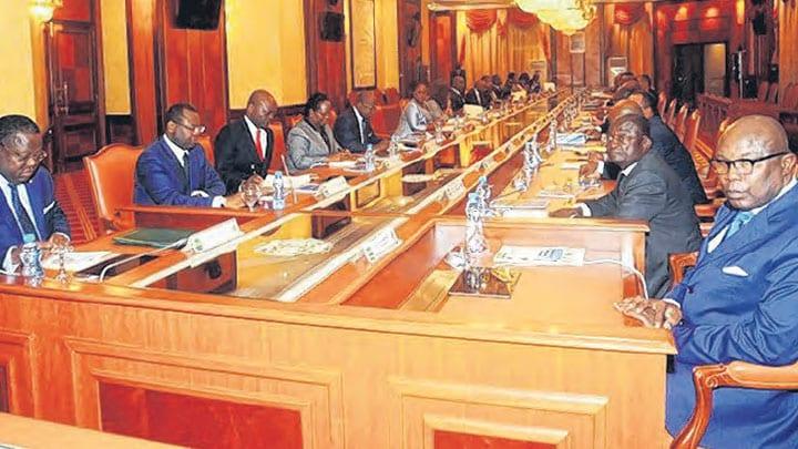 Ali Bongo absent au conseil des ministres: la CNR dénonce «un coup d'état constitutionnel»