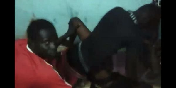 Mali: 4 garçons abusent d'une fille sans défense (vidéo)