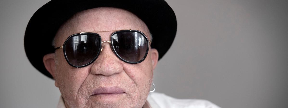 """Paris dénonce les propos """"diffamatoires"""" du chanteur Salif Keita qui accuse la France de financer les terroristes au Mali"""