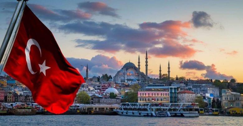 Turquie: une femme brandit le Coran dans un avion et menace de le faire exploser-Vidéo