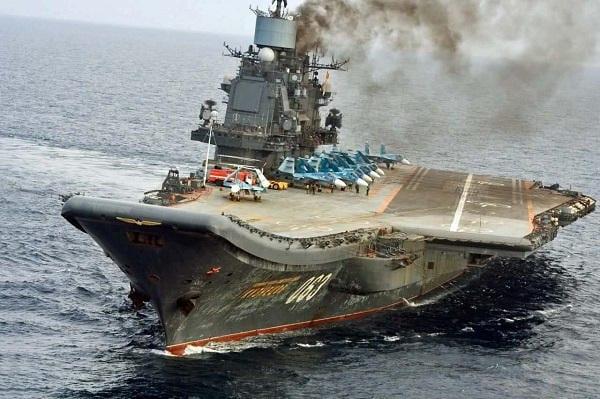 Russie : Le seul porte-avion brûle, la marine au centre des moqueries