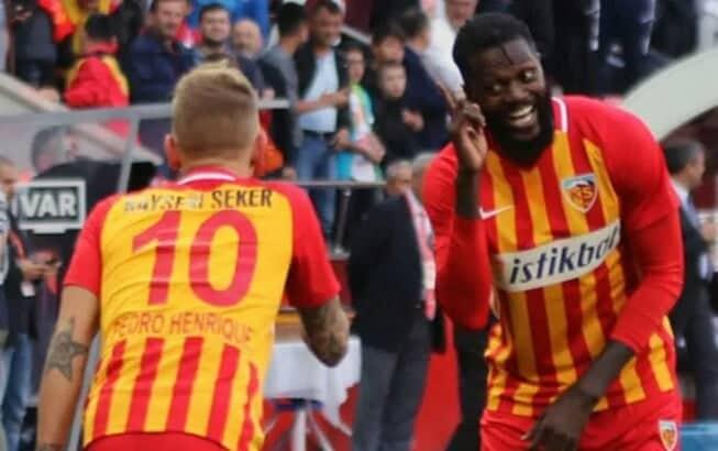 Un autre joueur rompt son contrat avec kayserispor après Adebayor