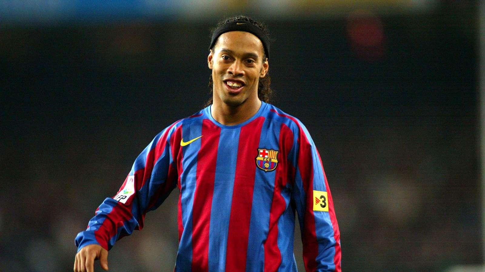 Football: Ronaldinho aurait trompé pour rejoindre le FC Barcelone