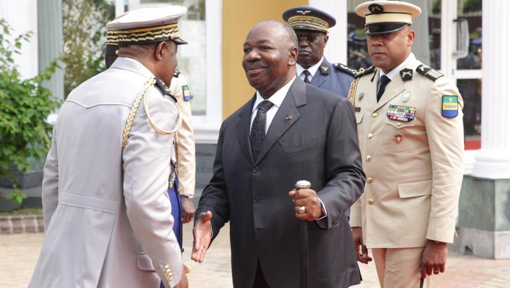 Gabon / Détournement : Des ministres arrêtés et assis à même le sol en veste