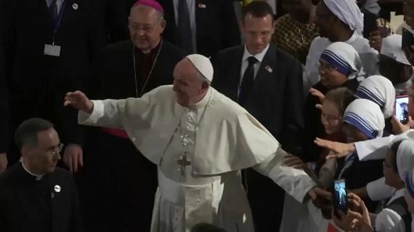 Le pape François s'énerve contre une fidèle, ce qui s'est réellement passé