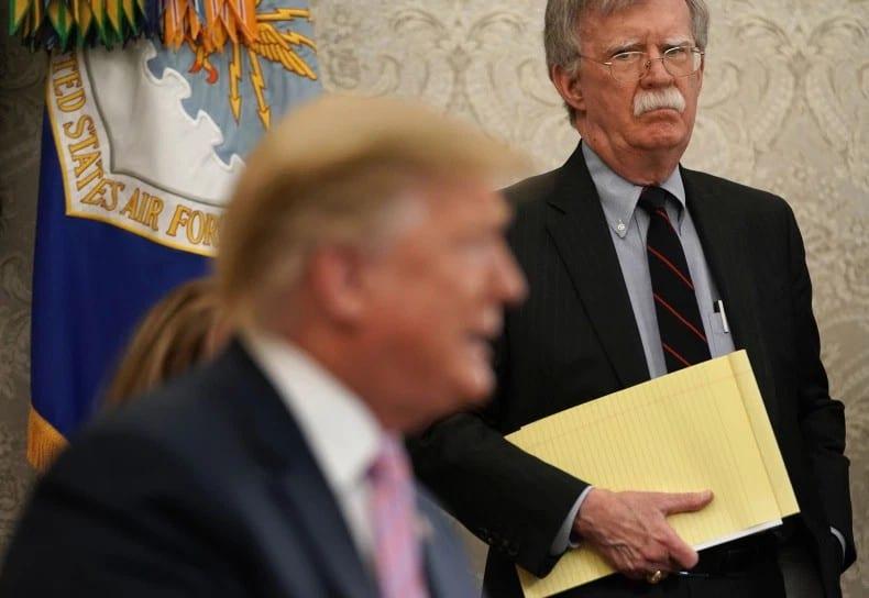 L'ex- conseiller John Bolton prêt à témoigner pour la destitution de Donald Trump.