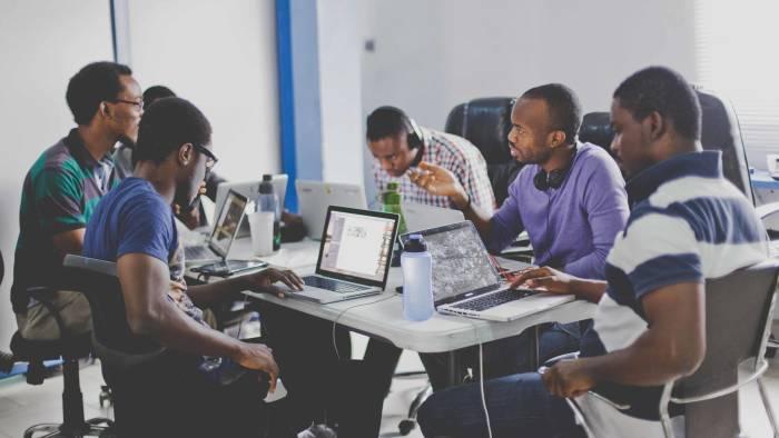 Offre D'emploi Pour Informaticiens Entreprise Commercial