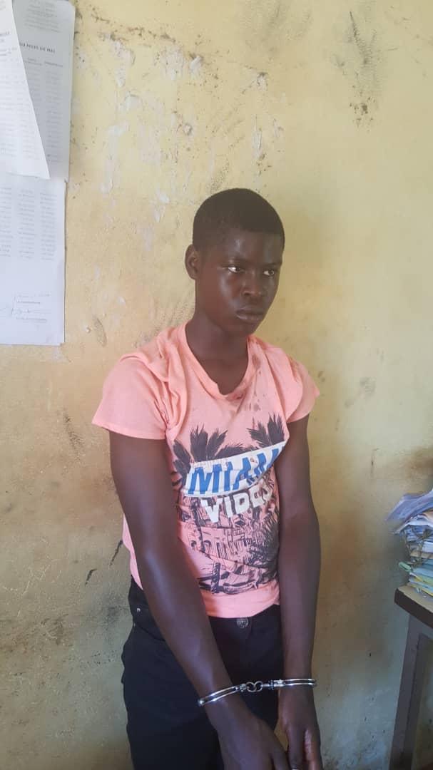 Drame Au Cameroun : Un Élève Poignarde Son Professeur à Mort En Salle de Classe