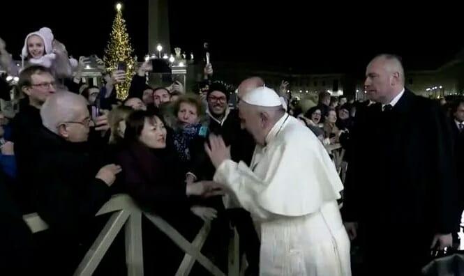 Le pape s'excuse d'avoir «perdu patience» à l'encontre d'une fidèle