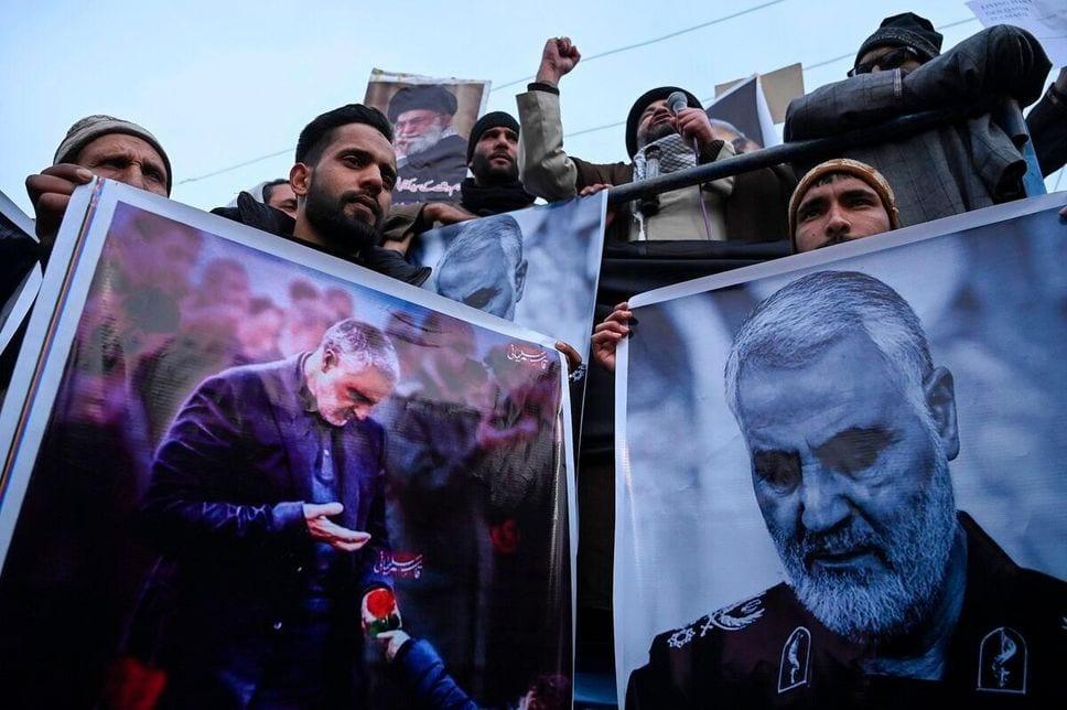 L'Iran promet de venger la mort du général Soleimani, des milliers de manifestants à Téhéran