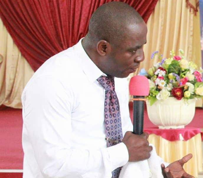 Gabon : Le pasteur Mbadinga demande la démission du gouvernement actuel