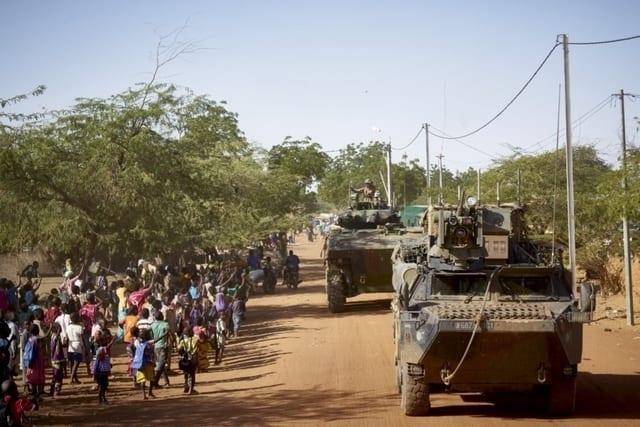 Burkina Faso : un car roule sur un engin explosif et fait 14 morts