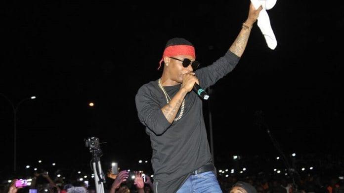 People : Wizkid assailli en plein concert par des hommes surexcités