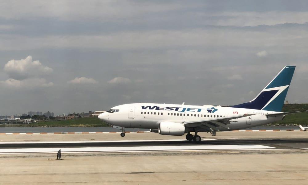 Canada: un avion fait demi-tour car un passager prétend avoir le coronavirus