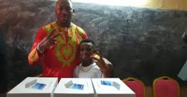 Côte d'Ivoire : Mael offrira des ordinateurs aux élèves au nom de DJ Arafat