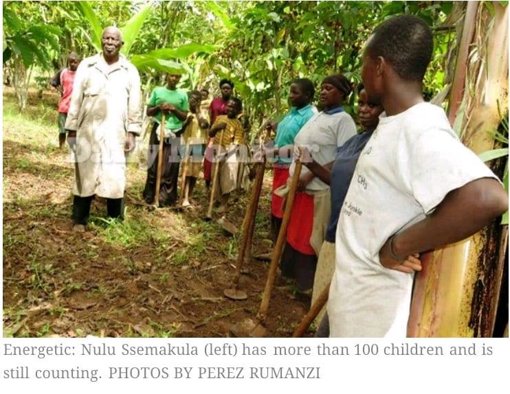 94 ans, père de 100 enfants, épouse quatre nouvelles femmes; dit qu'il veut avoir plus d'enfants et épouser plus de femmes