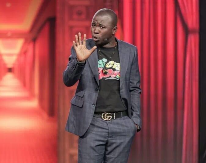 Après ses insultes, Gogoligo demande publiquement pardon à Mgr Kpodzro