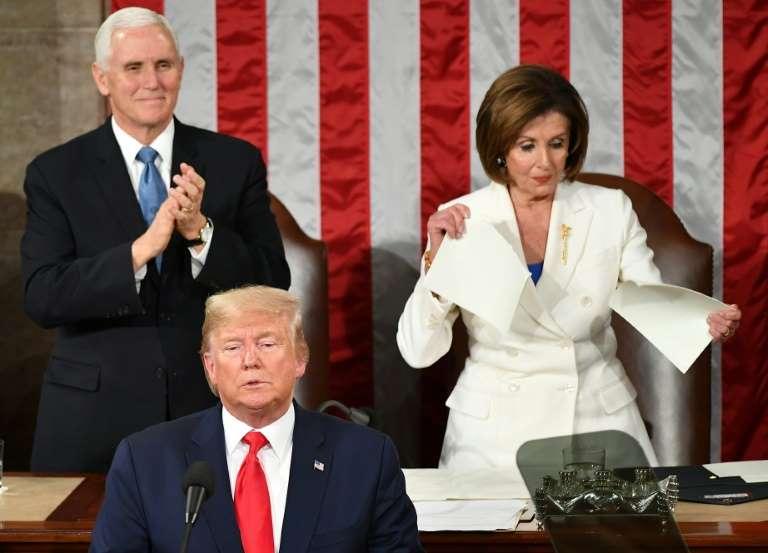 La chef des démocrates Nancy Pelosi a déchiré le discours de Donald Trump