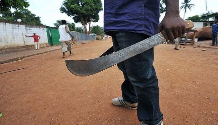 Il coupe à la machette le doigt de son ami pour 500 FCFA