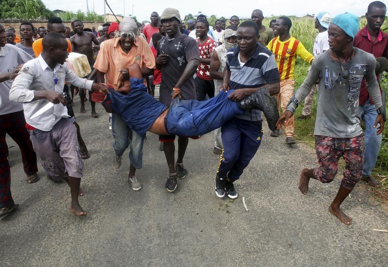 Conakry : un imam homosexuel violemment bastonné par des jeunes en colère