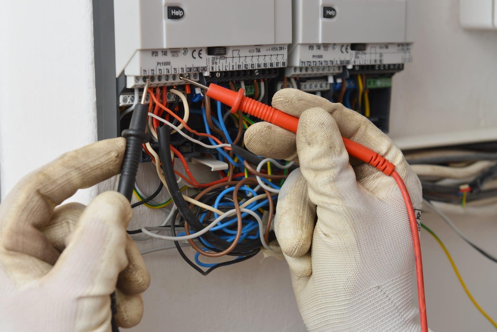 TECHNICIEN ELECTRONIQUE ET INFORMATIQUE