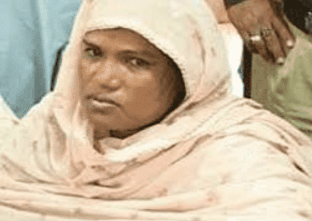 Elle tue son mari, le découpe et le cuisine avec des épices (VIDEO)
