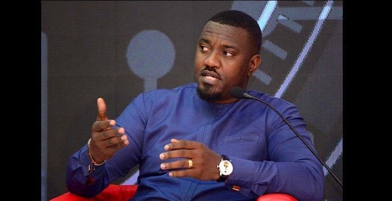 Ghana : l'acteur John Dumelo paie les frais de scolarité de plus de 50 étudiants