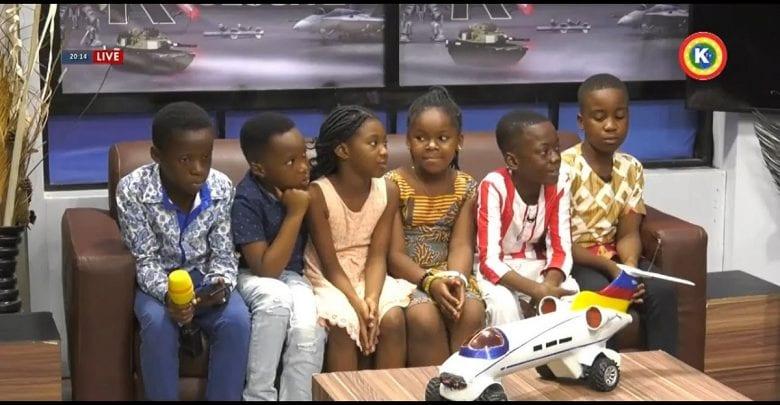 """Ghana/ Inspiration: 7 enfants fabriquent une """"voiture avion"""" contrôlée par une application"""