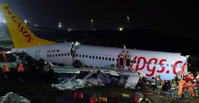 Istanbul: un avion dérape sur la piste et se brise en deux…Plusieurs morts et blessés! Vidéo