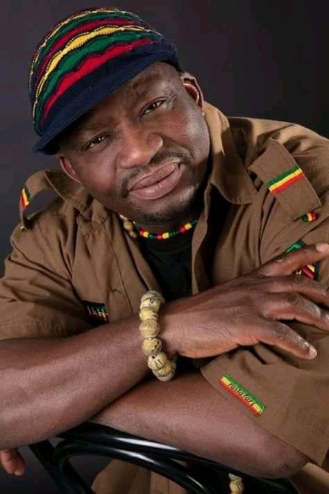 Biographie du chanteur togolais Jad Fozis