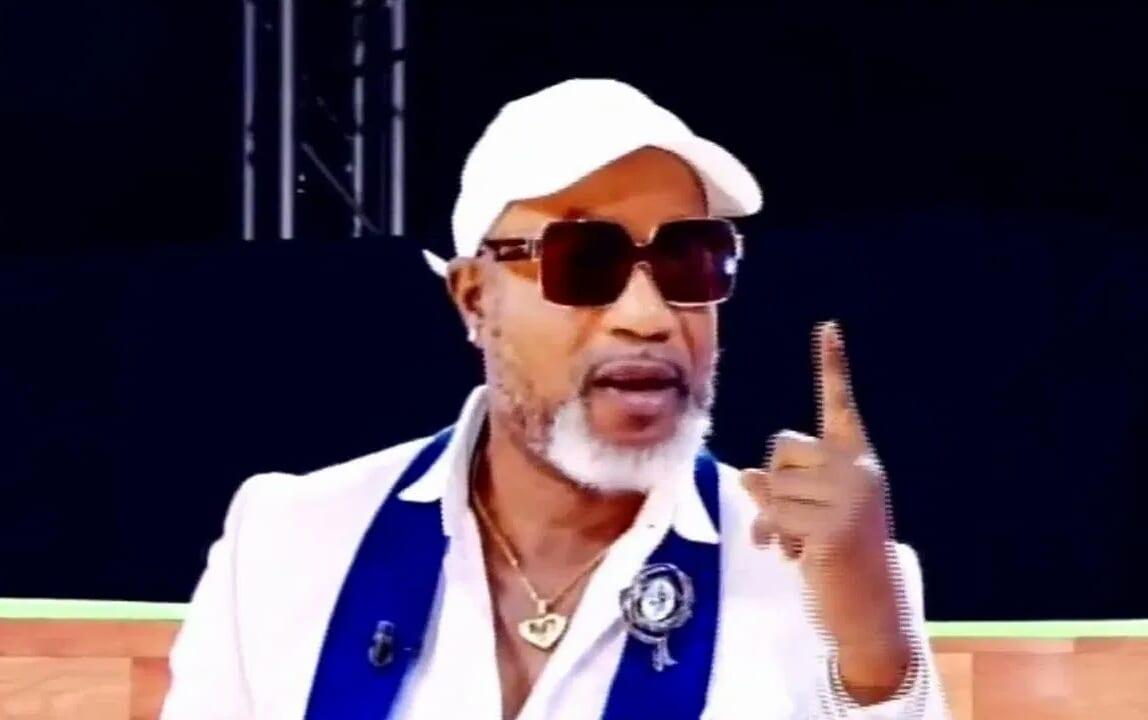 Koffi Olomide renvoie des journalistes pour le non-respect du dress-code