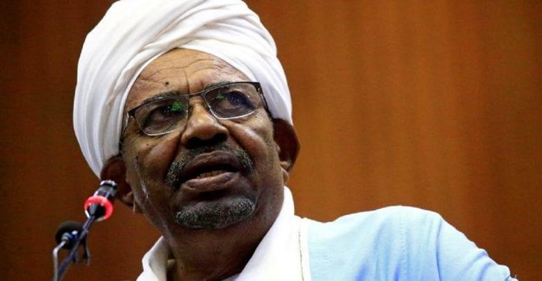 Le Soudan accepte de remettre le président déchu Omar el-Béchir à la CPI