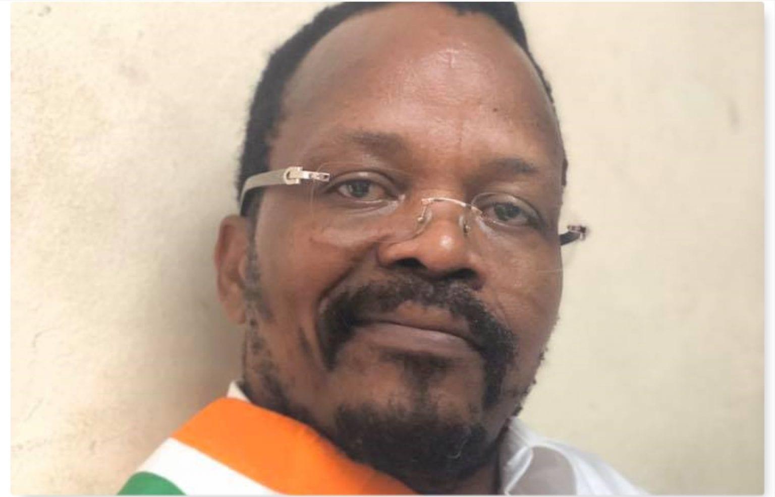Le nouveau look d'Alain Lobognon, détenu pro-Soro : « je garde la barbe comme l'avaient fait Ekra Mathieu, Dadié… à la prison de Bassam »Le nouveau look d'Alain Lobognon, détenu pro-Soro : « je garde la barbe comme l'avaient fait Ekra Mathieu, Dadié… à la prison de Bassam »