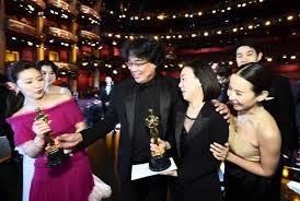 Le réalisateur sud-coréen Bong Joon-ho rapporte 4 Oscars
