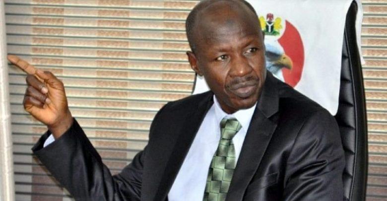 """Les divagations d'une autorité nigériane : """"Je crois fermement que le coronavirus est causé par la corruption """""""
