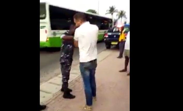 Côte d'Ivoire : Un Libanais donne une bonne gifle à un policier