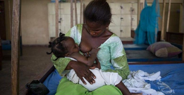 Ouganda: les hommes exigent d'être allaités comme leurs enfants