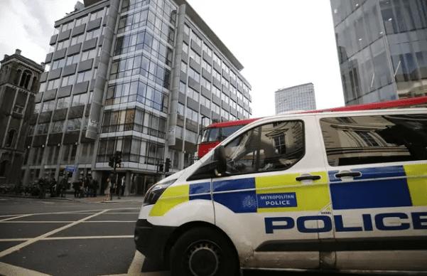 Royaume-Uni : La police abat un terroriste qui a poignardé plusieurs personnes à Londres